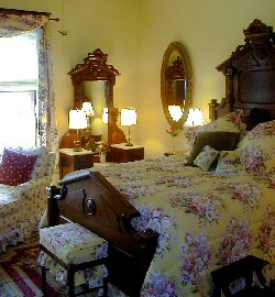Queen antique bed